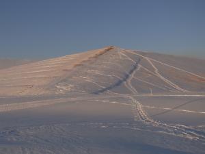 プレイマウンテン 強い北西の風でリッジは雪が積もっていない.