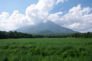 東から見た羊蹄山