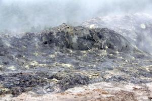 殺生河原の噴気孔