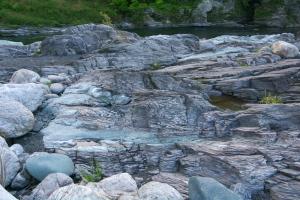 虎岩と緑色片岩