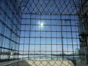 ガラスのピラミッドの空間