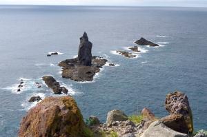 神威岩とメノコ岩