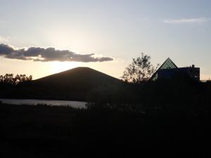モエレ山とガラスのピラミッド